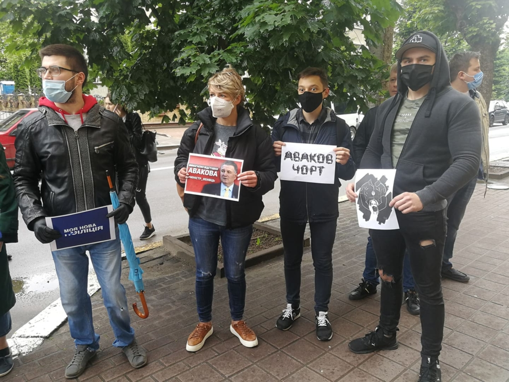 У Франківську під поліцією вимагали відставки Авакова 2