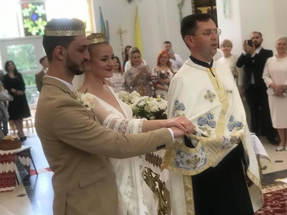 Зіркова пара Франківського драмтеатру зіграла весілля 4