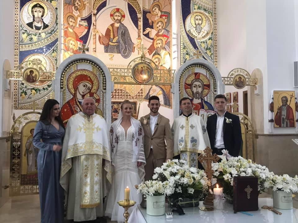 Зіркова пара Франківського драмтеатру зіграла весілля 8