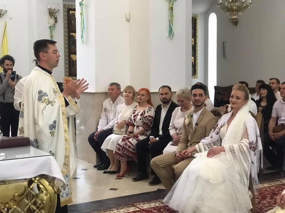 Зіркова пара Франківського драмтеатру зіграла весілля 10