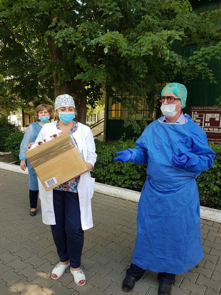 Фонд Порошенка передав у Франківськ ІФА-тести для безкоштовного тестування медиків 2