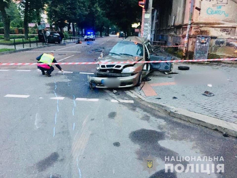 У поліції розповіли деталі аварії у Франківську, в якій загинув водій легковика 1