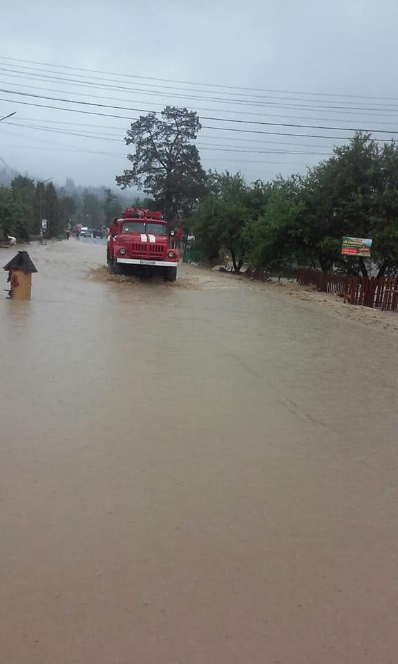 Вагітних евакуювали з затоплених районів – на Прикарпатті повінь відрізала 19 сіл 1