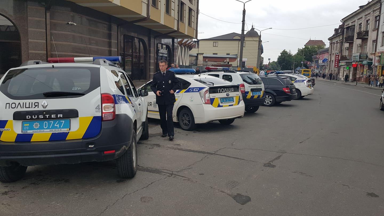 Халаменда у супроводі десятків поліцейських і охоронців зайшов на ринок. ОНОВЛЮЄТЬСЯ 8