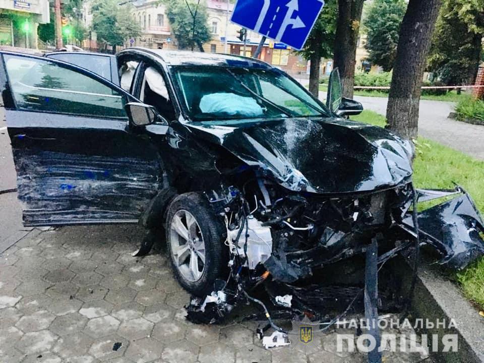У поліції розповіли деталі аварії у Франківську, в якій загинув водій легковика 2