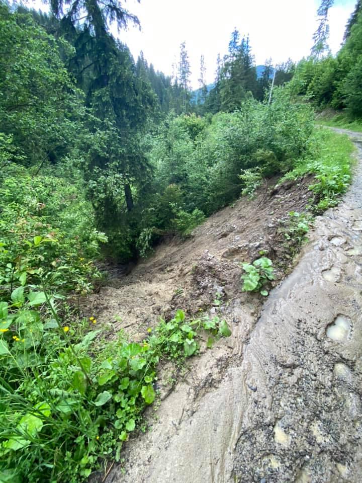 Через зсуви зникло озеро Криве у Карпатах 4