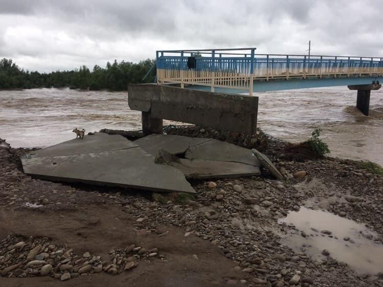 Вода забрала міст через Лімницю, який сім років відновлювали після повені 2008 року 2