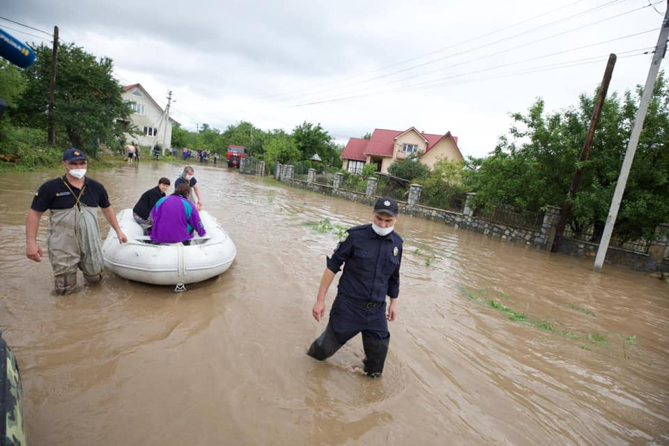 Аваков відправить у затоплений Ланчин вертоліт з їжею 2