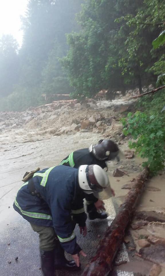 Вагітних евакуювали з затоплених районів – на Прикарпатті повінь відрізала 19 сіл 2