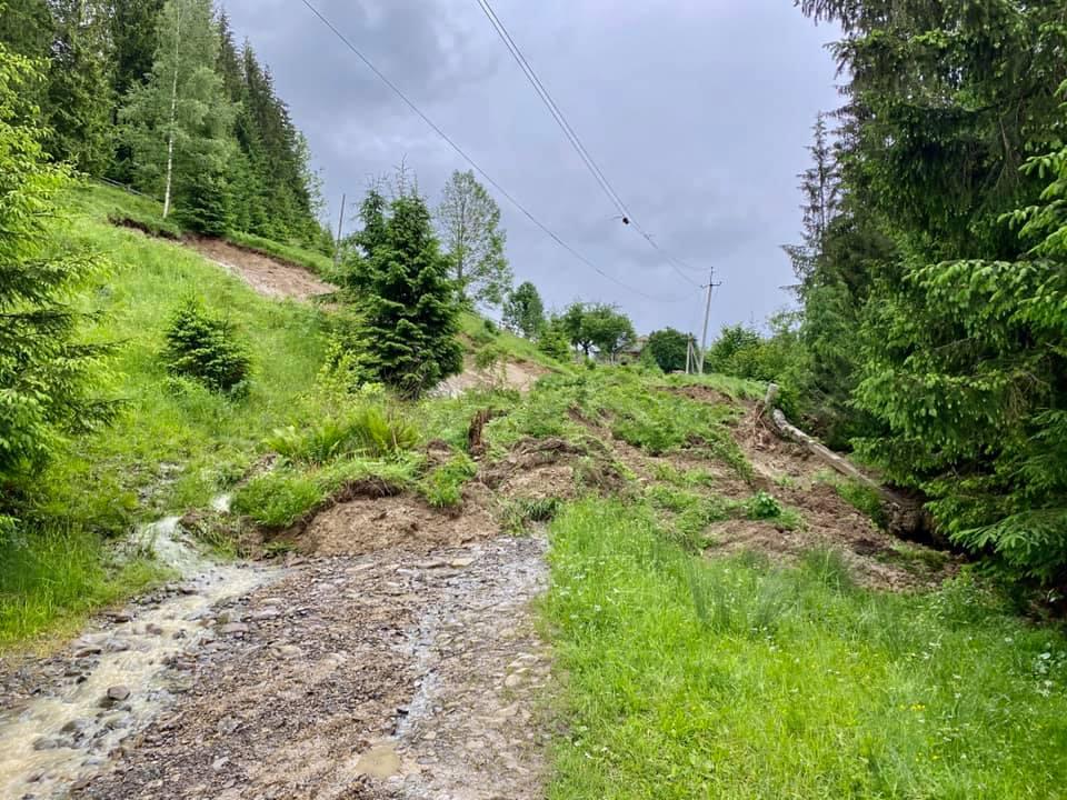 Через зсуви зникло озеро Криве у Карпатах 1