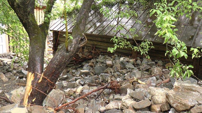 У Білоберізці вирішили громадою будувати родині хату – попередню зніс сель 4