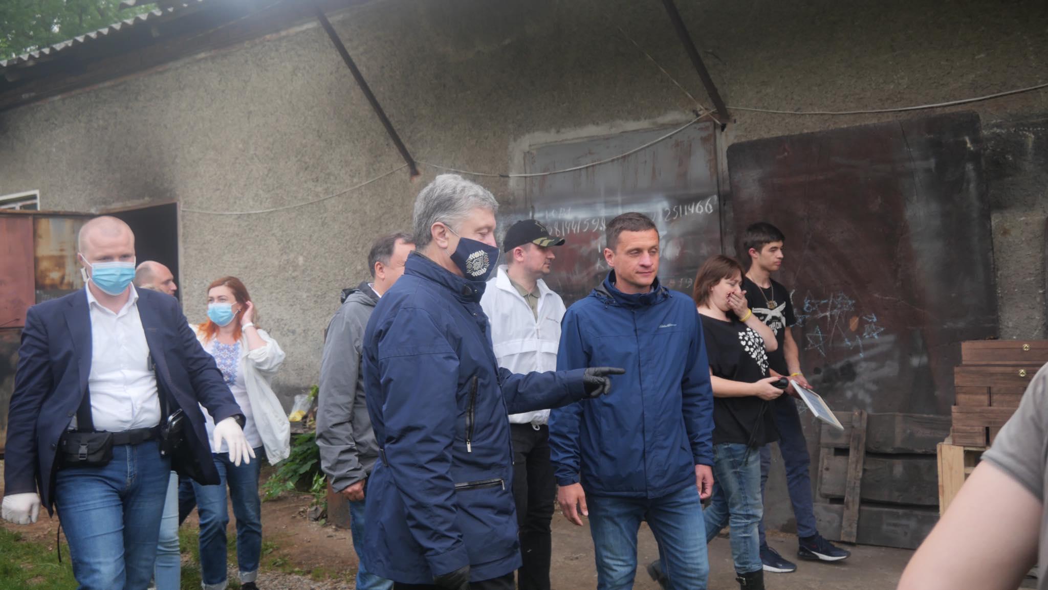 Порошенко передав у затоплені села Прикарпаття мотопомпи і генератори 4