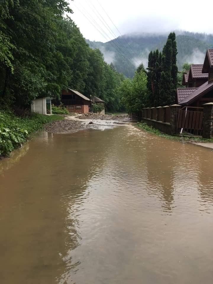 Повалені дерева та затоплені вулиці: на Верховинщині ліквідовують наслідки негоди 1
