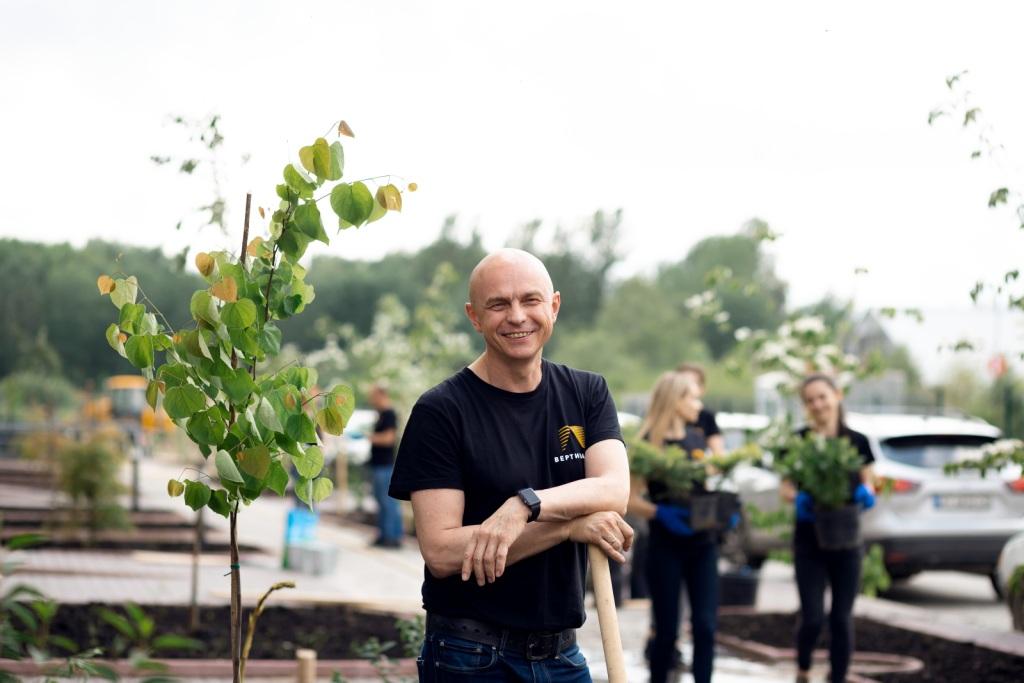 БК Вертикаль садить дерева