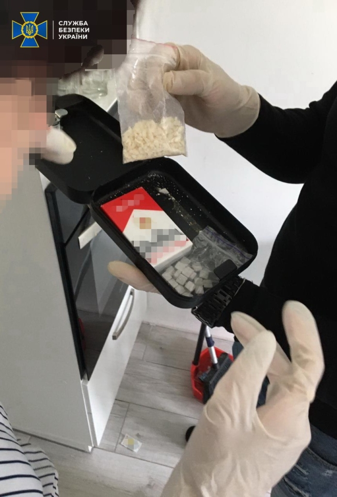 Екстазі й амфетамін на мільйони: у Франківську затримали наркодилерів 6