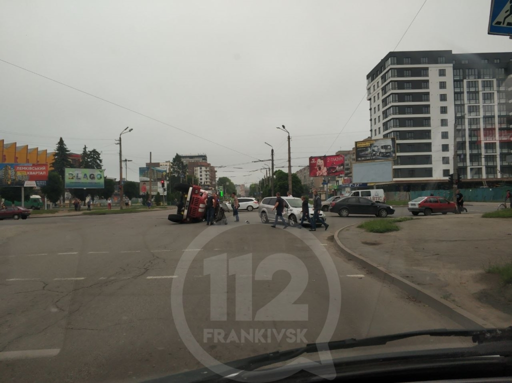 В ДТП на Вовчинецькій перевернулася машина рятувальників 2