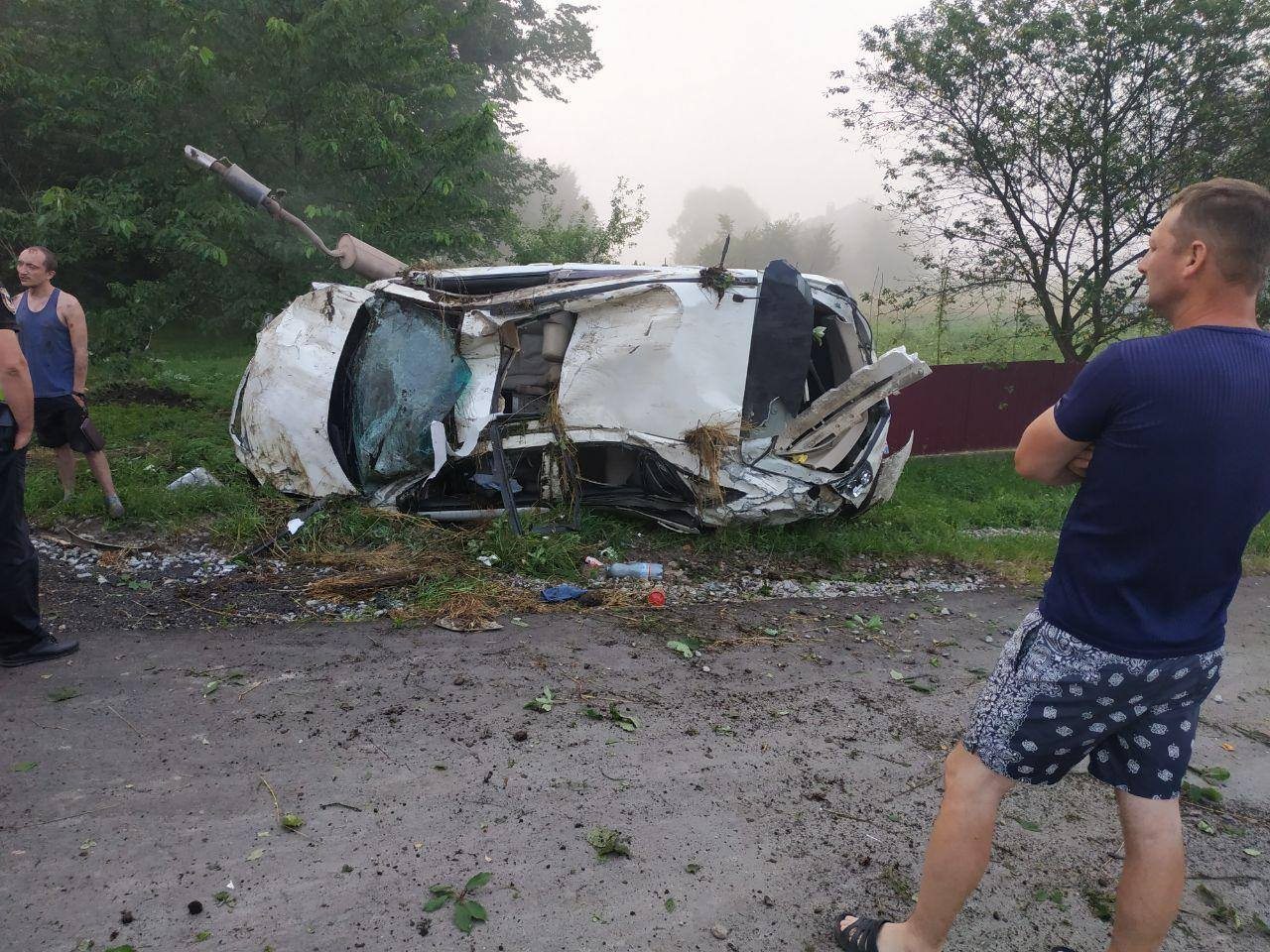 Поблизу Калуша перекинувся Lexus - двоє потерпілих 4