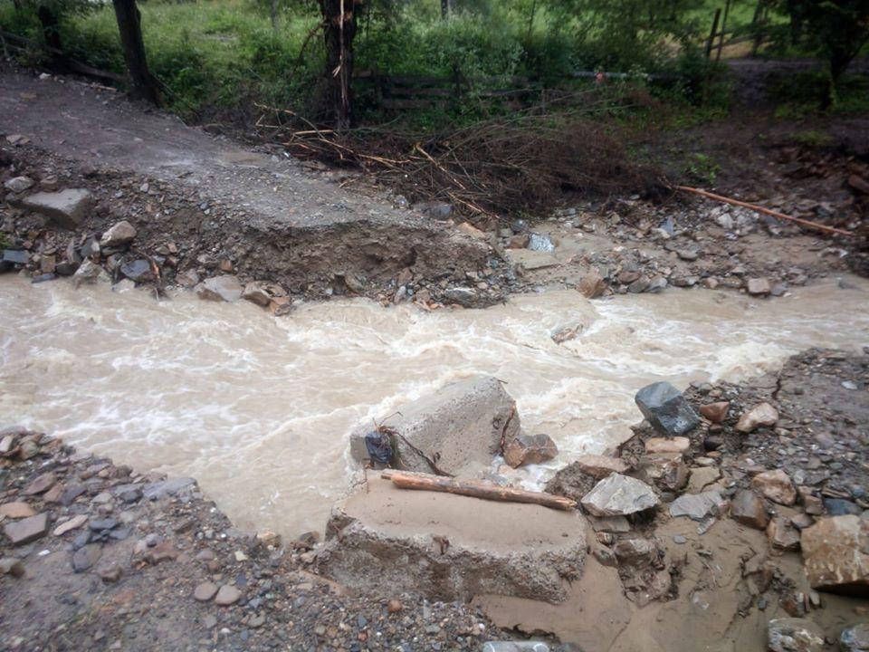 Через сильну зливу три гірські села залишилися без сполучення 2