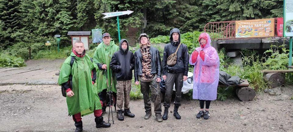 Через проливний дощ у Карпатах заблукали туристи з Харкова і Полтави 1