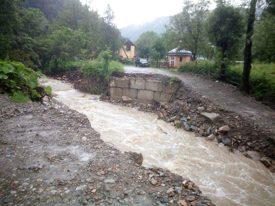 Через сильну зливу три гірські села залишилися без сполучення 4