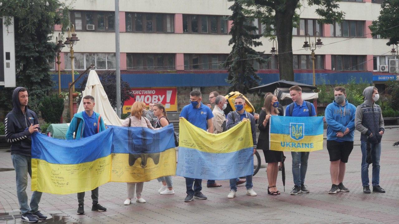 Десятки франківців вийшли на віче у підтримку української армії 6