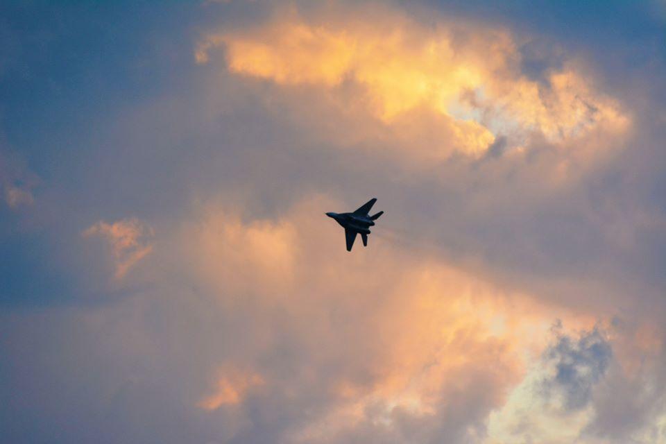 У небі над Франківськом курсанти ведуть навчальні повітряні бої 2