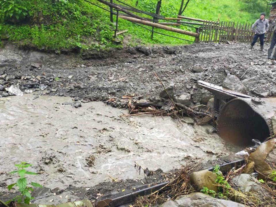 Через сильну зливу три гірські села залишилися без сполучення 6