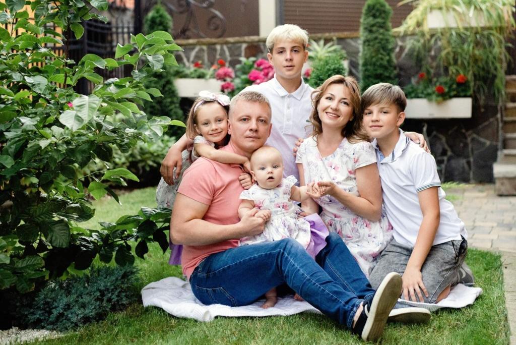 Володимир Тищенко з дружиною і дітьми