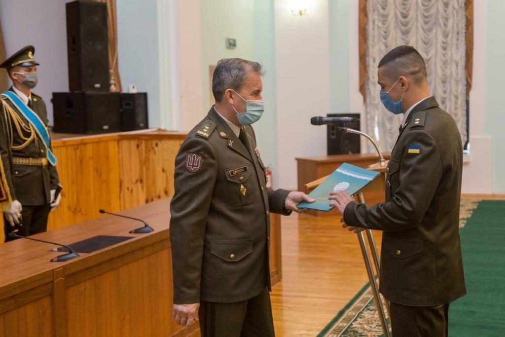 """Надвірнянець став єдиним """"золотим"""" десантником Одеської військової академії 3"""