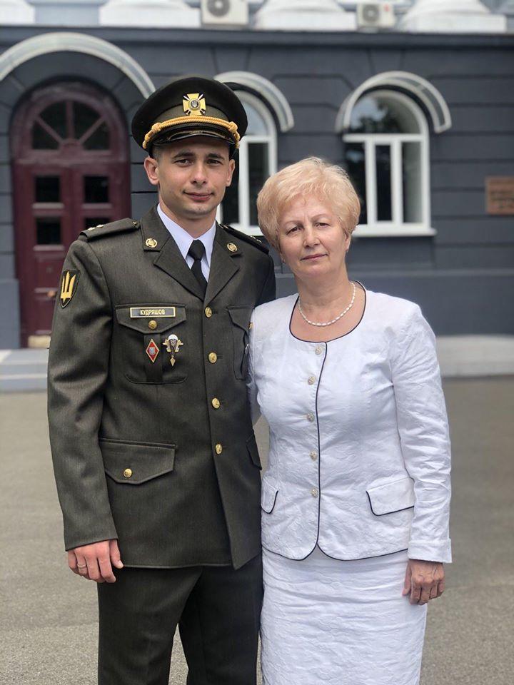 """Надвірнянець став єдиним """"золотим"""" десантником Одеської військової академії 8"""