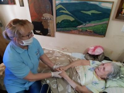 Франківський Карітас допомагає доглядати одиноких та важкохворих 6