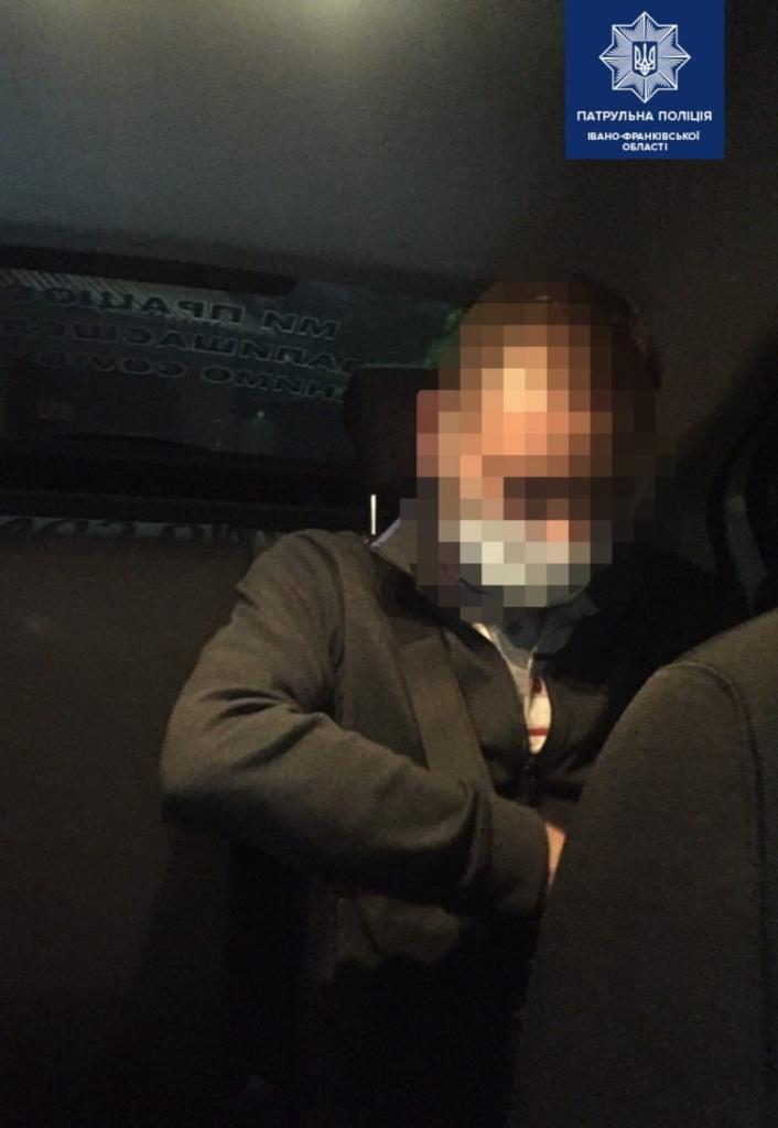 водій лексуса пропонував хабара патрульним