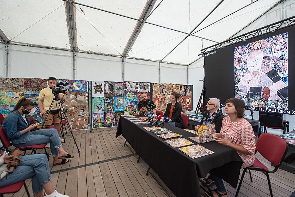 """У франківському Палаці Потоцьких відкрили виставку робіт-переможців """"Для Бога-2020"""" 6"""