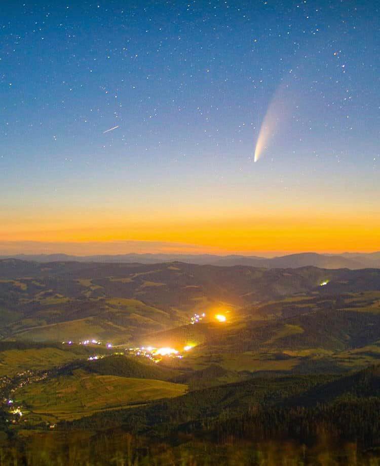 Видно над Карпатами: в ці дні пролітає комета, що повертається через 6800 років 8