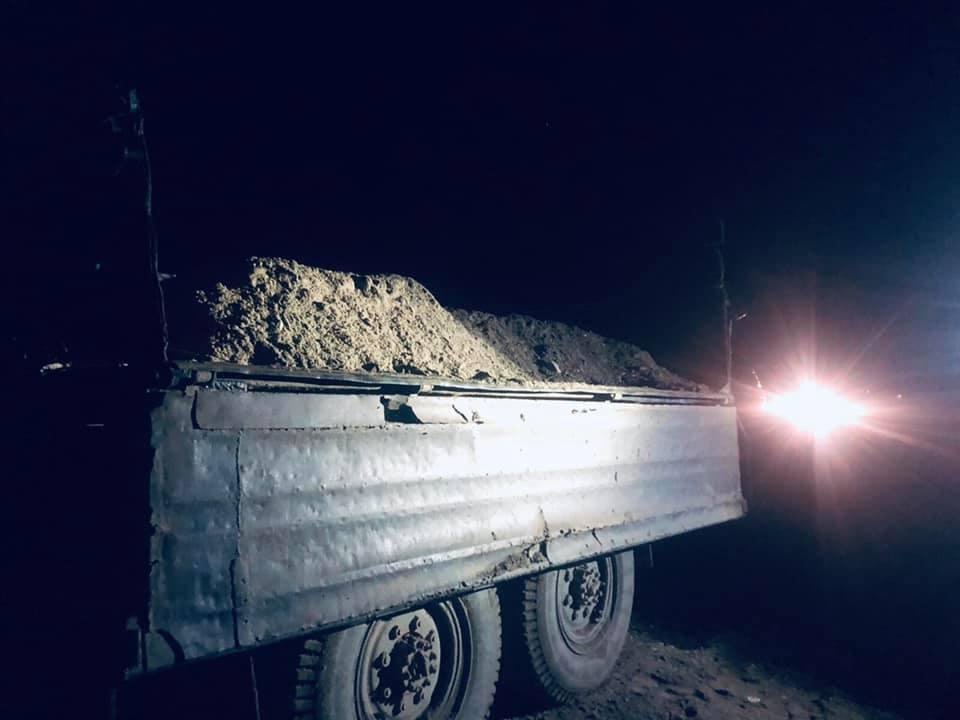 На Прикарпатті затримали вантажівку із гравієм, видобутим з Дністра 1