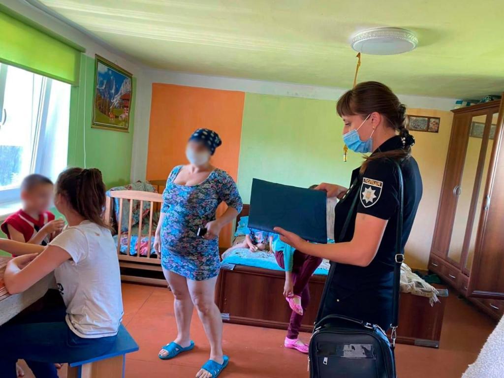 На Тисмениччині покарали матір, яка не доглядала 4 дітей 2