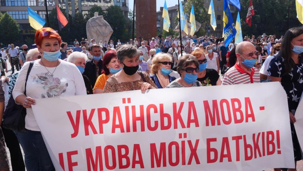 """""""Є мова – буде Україна"""": сотні франківців вийшли на захист мови 2"""