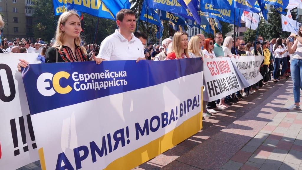 """""""Є мова – буде Україна"""": сотні франківців вийшли на захист мови 8"""