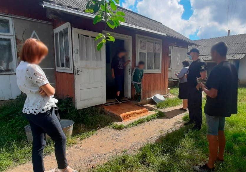 На Тисмениччині покарали матір, яка не доглядала 4 дітей 1