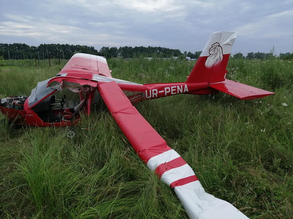На Прикарпатті літак зробив аварійну посадку