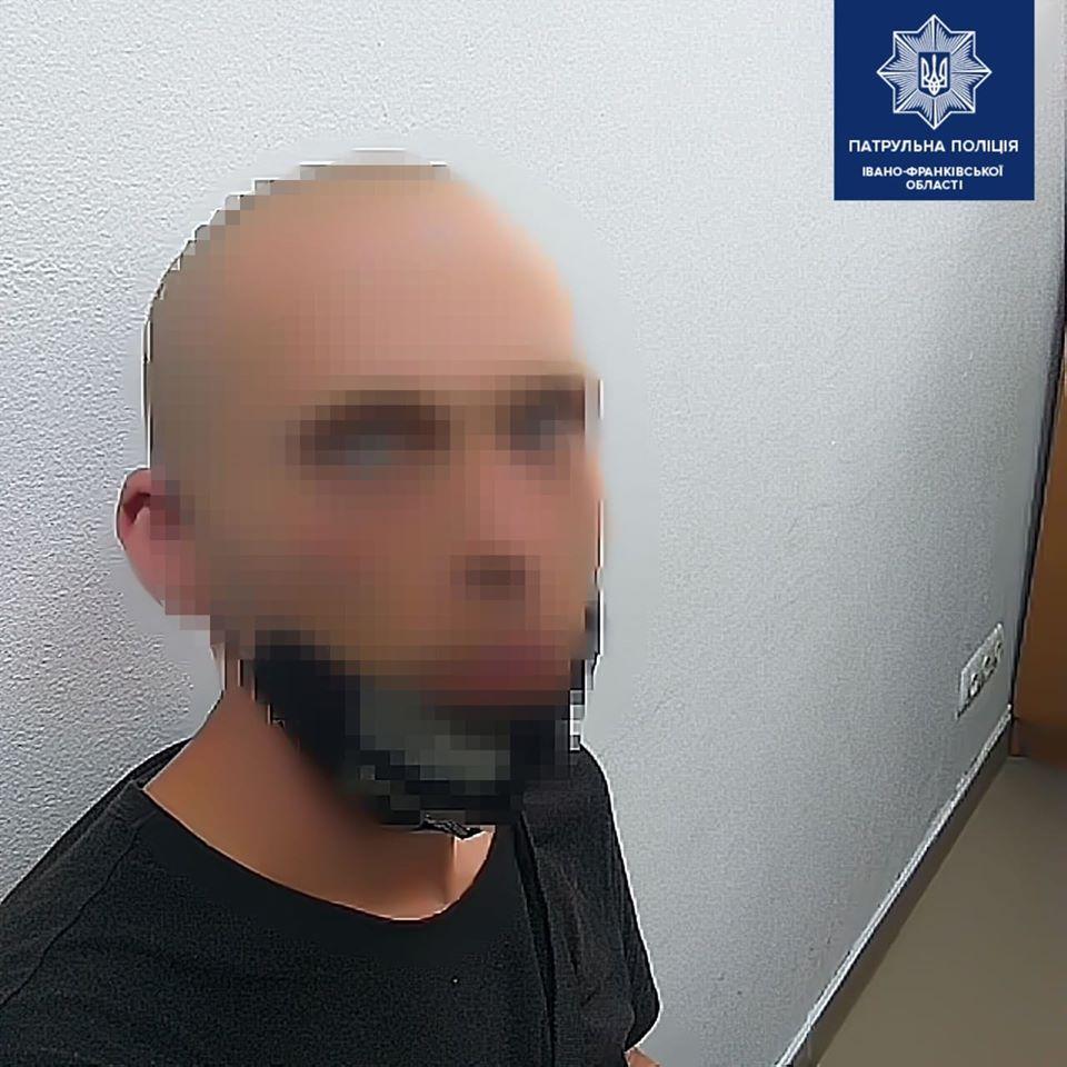 Франківські патрульні зловили злодія з наркотиками 1