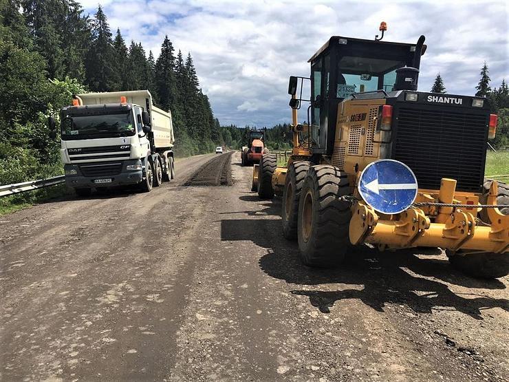 На Франківщині ремонтують дорогу до Говерли 2