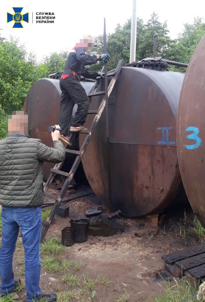 """Нелегальний мільйон: з """"наукової"""" свердловини на Долинщині крали нафту 2"""