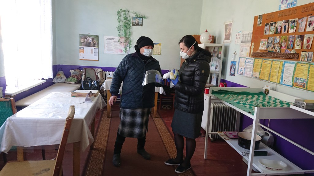 Євгенія Бардяк і Просвіта допомагають ФАПам