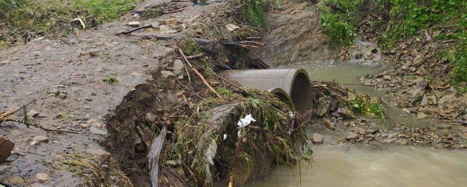 Жителі косівських сіл, відрізані негодою, самі відновлюють дороги 1