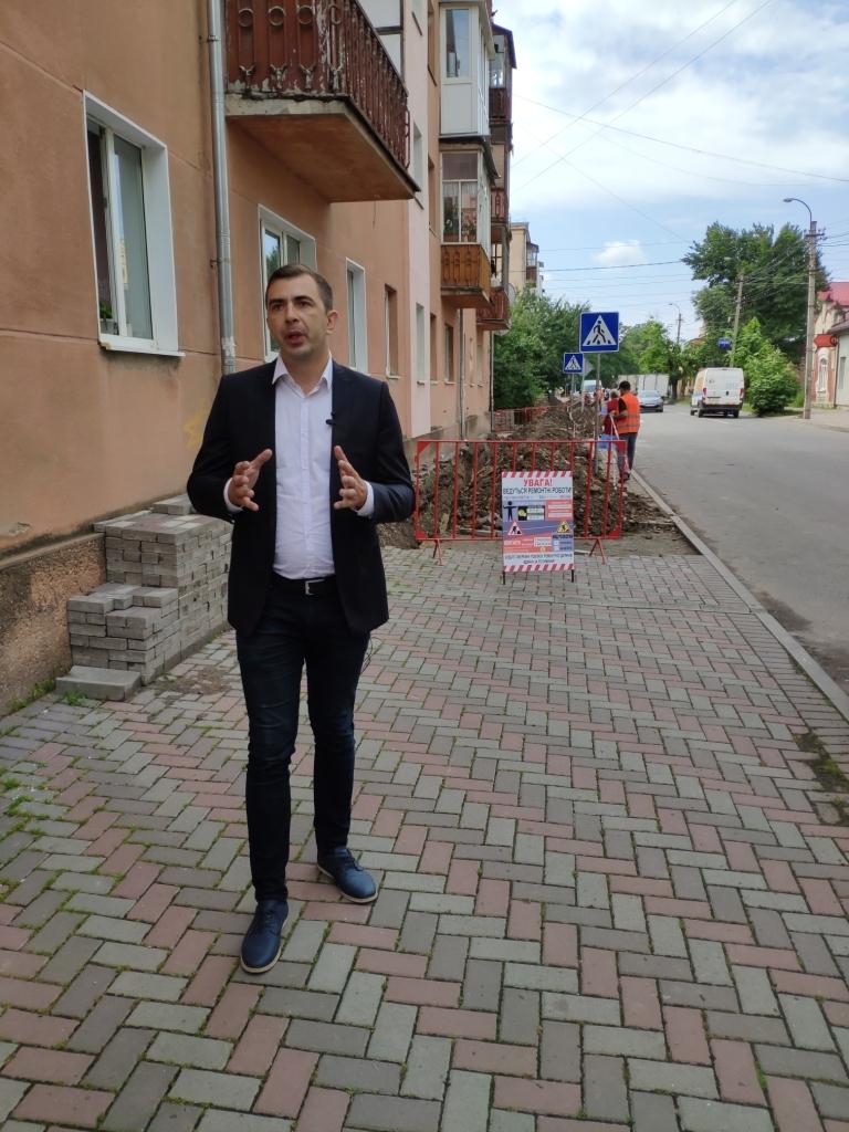 Безгосподарність: вулиці Кармелюка та  Ленкавського знову в руїнах 4