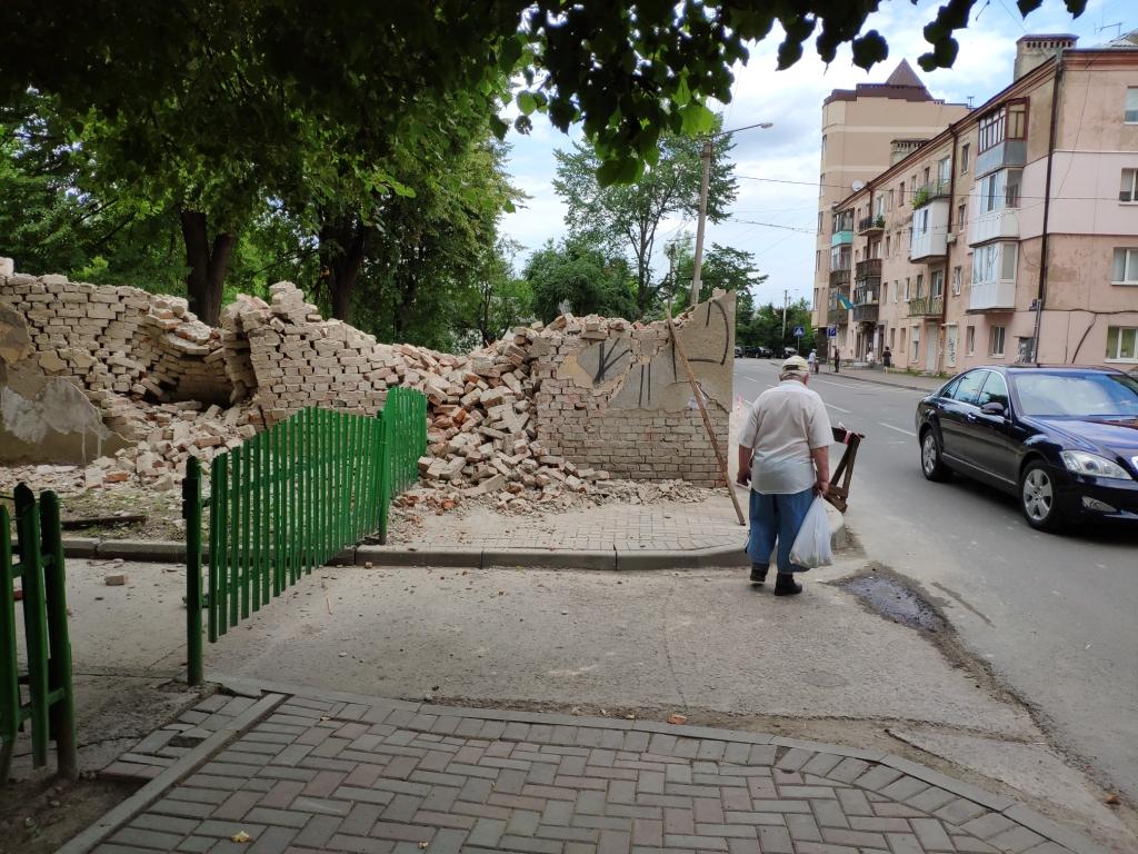 Безгосподарність: вулиці Кармелюка та  Ленкавського знову в руїнах 6