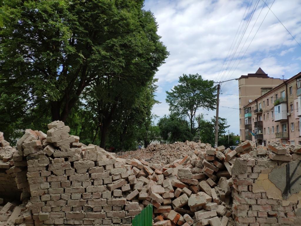 Безгосподарність: вулиці Кармелюка та  Ленкавського знову в руїнах 8