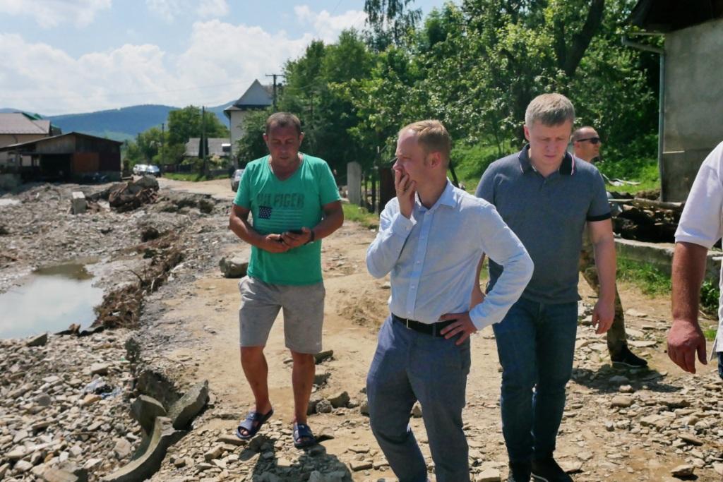 Володимир Тищенко в Білих Ославах, які потерпіли від повені