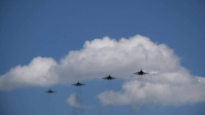 У небі над Франківськом тренуються курсанти і досвідчені пілоти 1